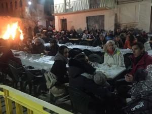 Foguera i sopar popular a la plaça del Refossar. Foto: Equip De Voluntaris De Les Festes